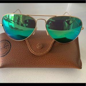 Green Ray-Ban Aviator Sunglasses